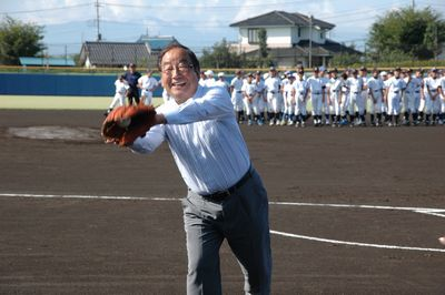 かねタンカップ・富岡市長始球式!