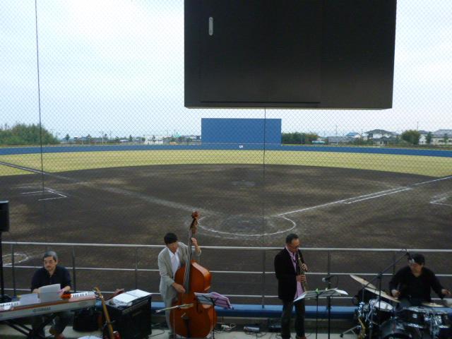 野球場ジャズコンサート
